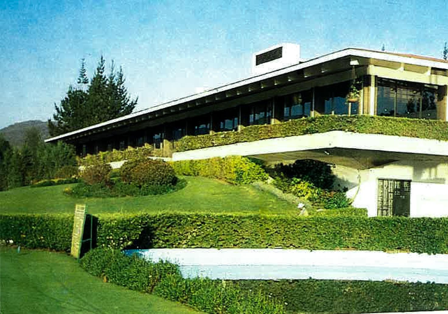 Vista de la terraza en el edificio del Club de Golf